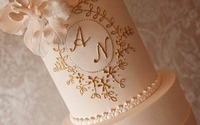 Gold Wedding Cakes for an Elegant Bridal Centrepiece