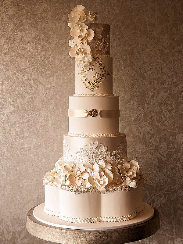 cream-gold-wedding-cakes